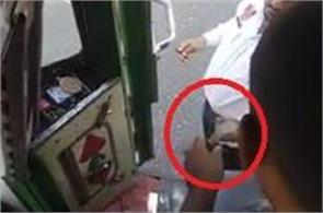 traffic police employee  s video viral taking bribe