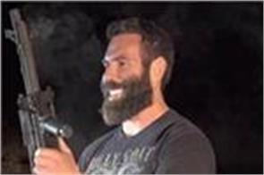 poker player dan bilzerian sprints from las vegas