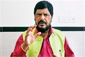 raj thackray should go on pakistan border for hooliganism athavale