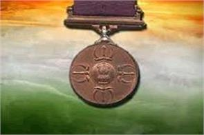 government withdrew the gallantry medal given to three policemen