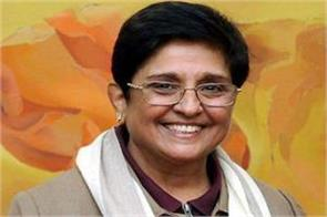 kiran bedi jumped in the government hospital and crossed the wall