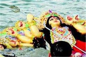 one killed after drowning son river during statue immersion