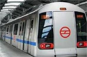 kejriwal to give dmrc 3 000 crores to stop hike