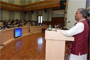 chief minister gives tips to ias officers