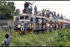 33 killed as dr congo train carrying fuel derails