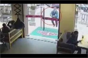 china  delivery boys break glass door in hurry  video viral