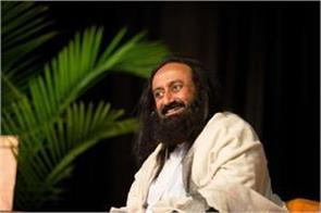 now sri sri ravi shankar will hit patanjali  1000 franchises store will open
