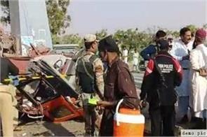 17 dead in road accident in pakistan