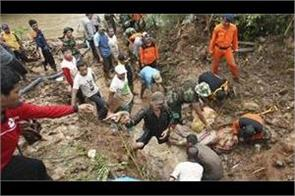 indonesia  cyclone kills 19  most under landslide