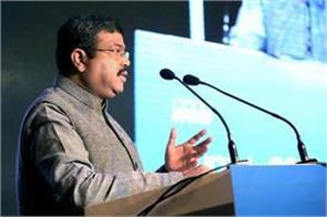 pradhan advocates to bring natural gas to gst
