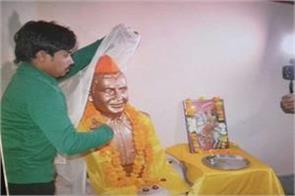 statue of nathuram godse removed from the district administration himself