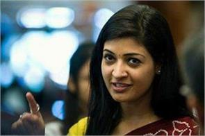 alka lamba tweet on sanitary pad has become viral