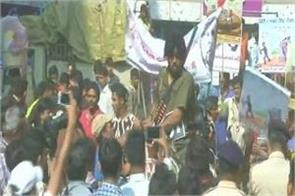 police arrested congress workers on non procession rally