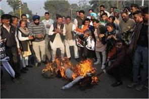 congress burnt the effigy of the councilor bharat