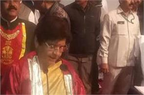 lucknow  s first woman mayor took oath  saffron color  talk of discussion
