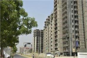 after the unitech  these home buyers eyes 11 lakh flats