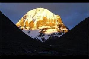 when the sun rises this mountain of snow starts to appear as golden