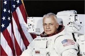 bruce mccandless  first astronaut to fly untethered in space dies