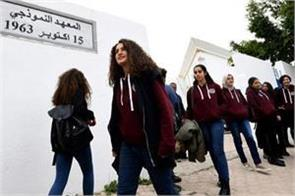 girls in tunisia are fighting against dress codes