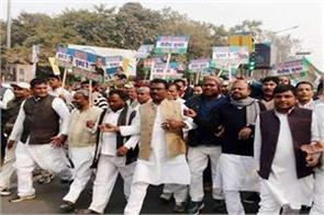 sharad yadav supporters pulled raj bhavan march