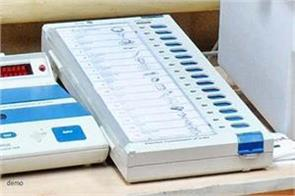 truck reversing evm machines in bharuch district of gujarat