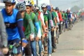 thousands of bangladeshi cyclists break record for longest line of bicycles