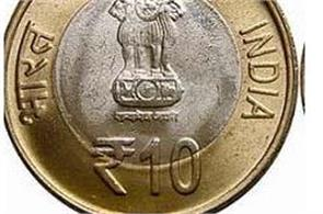 auto driver refused to take the 10 rupee coin has called in police