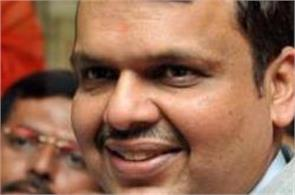 bjp not in favor of stopping the publication of saamana  fadnavis