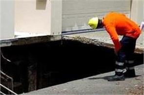 sinkhole open near australian primeminister home