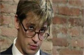 milo yiannopoulos resigns from breitbart over child sex comments