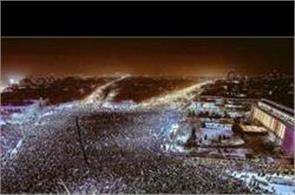 250000 smartphones lit up the night in protest