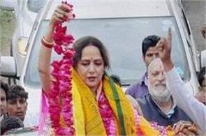 bjp star campaigner hema malini batons at a public meeting several injured