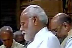 pm pays special prayers in somnath temple