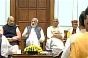 pm modi calls up mps for breakfast
