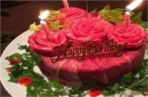 raw meat birthday cakes are  trend in japan