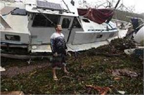 cyclone debbie strikes australia as thousands flee