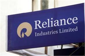 r power plans to raise rs 2 500 crore from stake sale of promoters