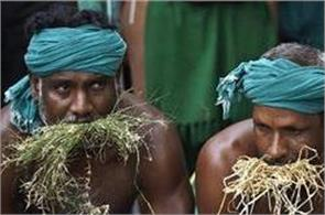 tamil nadu farmers protest now they will drink their piss