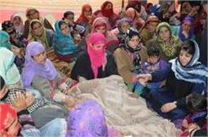 cm met with the families of kulgam police martyrs
