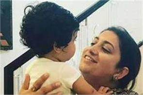 smriti irani spent some time with tusshar kapoor son