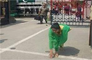 indian woman uzma reached wagah border
