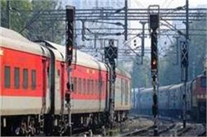 naxals set fire to railway station in jharkhand