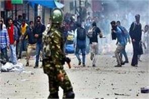 violent protest in kashmir after friday prayer