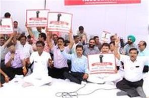 traders strike protest against gst