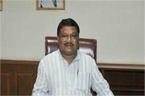 fanning eggs on union minister jual oram  s vehicle