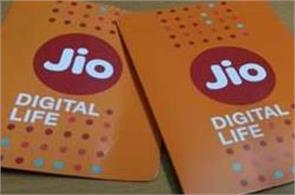 airtel accuses jio of predatory pricing  big 3 telcos meet img