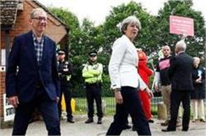 theresa may  s chief aides nick timothy and fiona hill quits