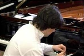 musician creates guinness world record by hitting piano key 824 times in1minute