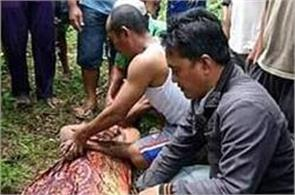 moment a crocodile returns the body of man in river