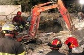 eight dead in italy building collapse